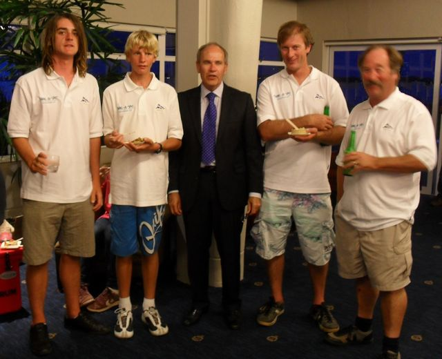 Photo: Crac-A-Jac Skipper and crew with the Auckland Super City mayor Len Brown